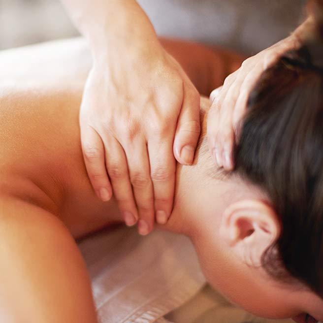 Behandlung von Nacken- & Schulterbeschwerden | Tiger Balm