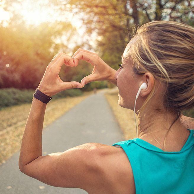 Weibliche Person beim Joggen | Tiger Balm